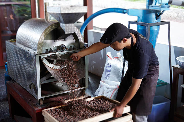 A staff member from Pod Chocolate in Bali.
