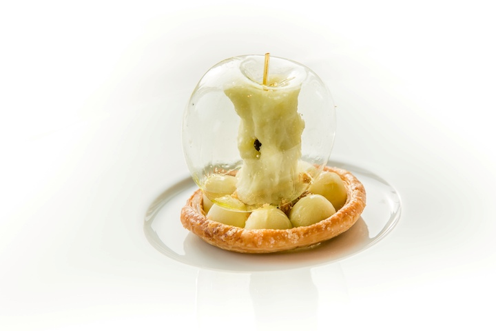 Green Apple dessert by Richard van Oostenbrugge