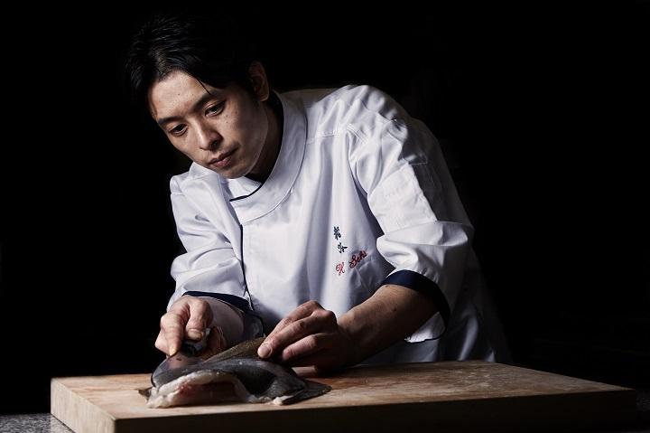 Hidemichi Seki, Chef de Cuisine at Tenku Ryugin, using a hocho (Photo: Tenku Ryugin)