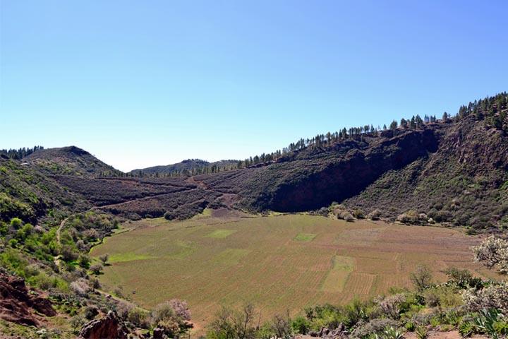 Inactive volcanic crater Caldera de Bandam