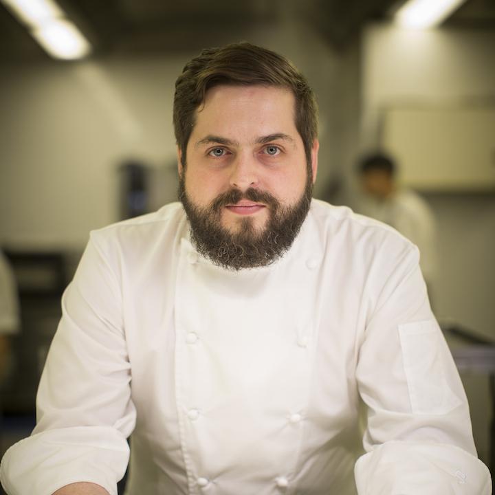 https://robert-parker-michelin-sg-prod.s3.amazonaws.com/media/image/2017/07/11/3baa830cca2f452d82569f39c991ded0_Iggy%27s+-+Head+Chef+-+Aitor+Jeronimo+Orive+3.jpg