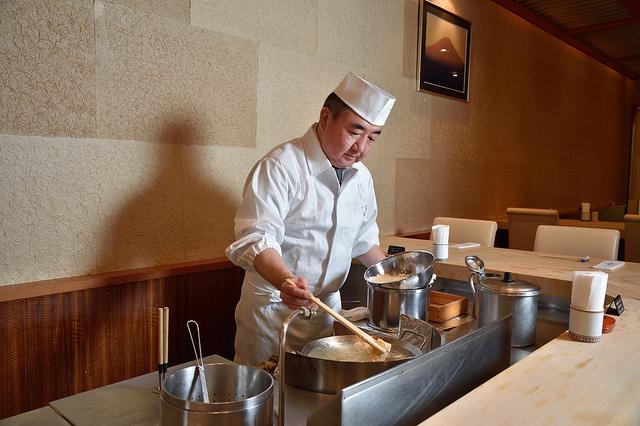 https://robert-parker-michelin-sg-prod.s3.amazonaws.com/media/image/2017/08/22/600b4c181d584428bbfab2b703e5ec36_Chef+Seki.jpg