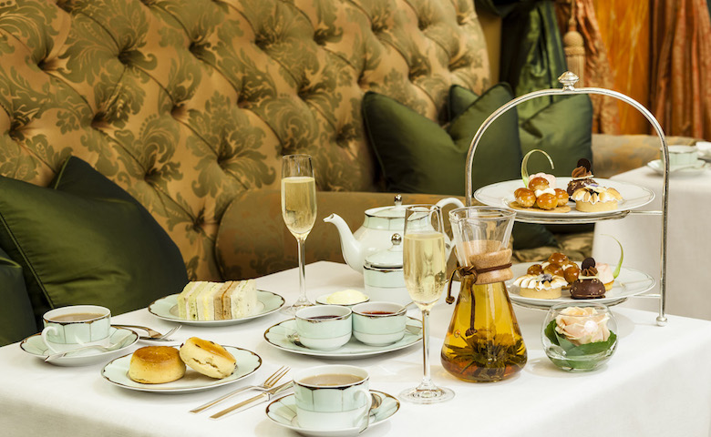 The Dorchester Hotel 的香檳下午茶套餐,每人價格從£68起。