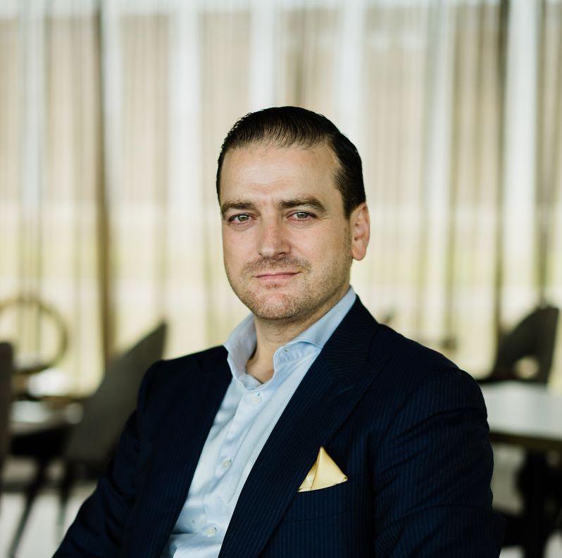 https://robert-parker-michelin-sg-prod.s3.amazonaws.com/media/image/2017/12/25/1c0613ee11304c5ca37aad7890aa1309_ilLido-Group-Restaurateur-Beppe-De-Vito.jpg