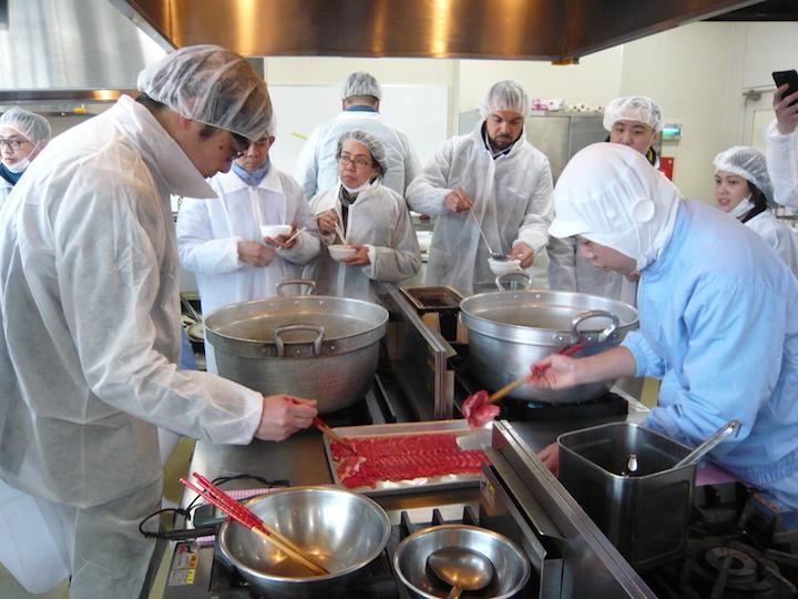 學習烹煮不同部位的和牛。